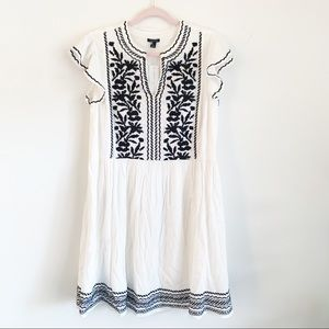 🆕Ann Taylor White Ruffle Sleeve Embroider Dress